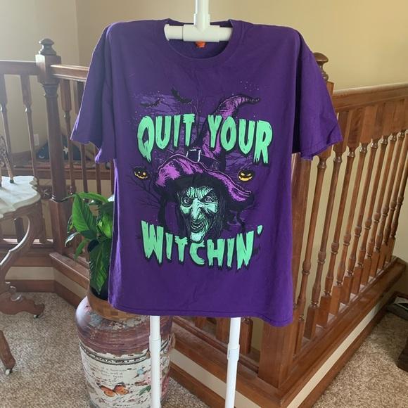 Gildan Tops - Halloween Large T-Shirt